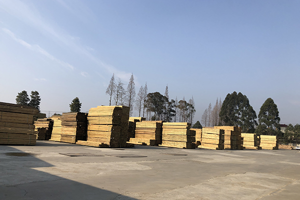 防腐木堆场